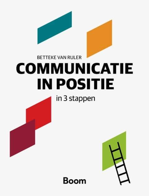 In Communicatie in positie in 3 stappen biedt Betteke van Ruler je een methode om in drie stappen te komen tot een goede vormgeving van de communicatiefunctie in of voor een organisatie. Hiervoor heeft ze het Communicatiehuis bedacht. Deze methode loodst je via concrete vragen systematisch langs alle onderwerpen die essentieel zijn om tot een stevige positionering van communicatie en de communicatieprofessionals te komen. Achtergrondkennis, literatuur en perspectieven zijn de fundering van het Communicatiehuis en helpen je om zelf de antwoorden te vinden. Met Communicatie in positie in 3 stappen word je de architect van je zelfgemaakte communicatiehuis, zodat het naadloos past bij jou, jouw organisatie en/of klant. Dit boek is een prachtig studieboek voor studenten die zich moeten verdiepen in de functie van communicatie in organisaties en over manieren waarop communicatie kan worden georganiseerd. Ideaal als voorbereiding op de stage of als stap op weg naar een succesvolle carrière in het communicatievak. Betteke van Ruler is emeritus hoogleraar Communicatiewetenschap aan de Universiteit van Amsterdam. In mei 2018 is Betteke benoemd tot Fellow bij de International Communication Association (ICA). De Fellow-status is vooral een erkenning van de bijzondere wetenschappelijke bijdragen aan het brede onderzoeksgebied van de communicatie.